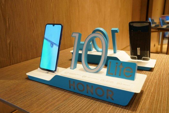 هونر تطلق HONOR 10 Lite هاتف أنيق وعصري