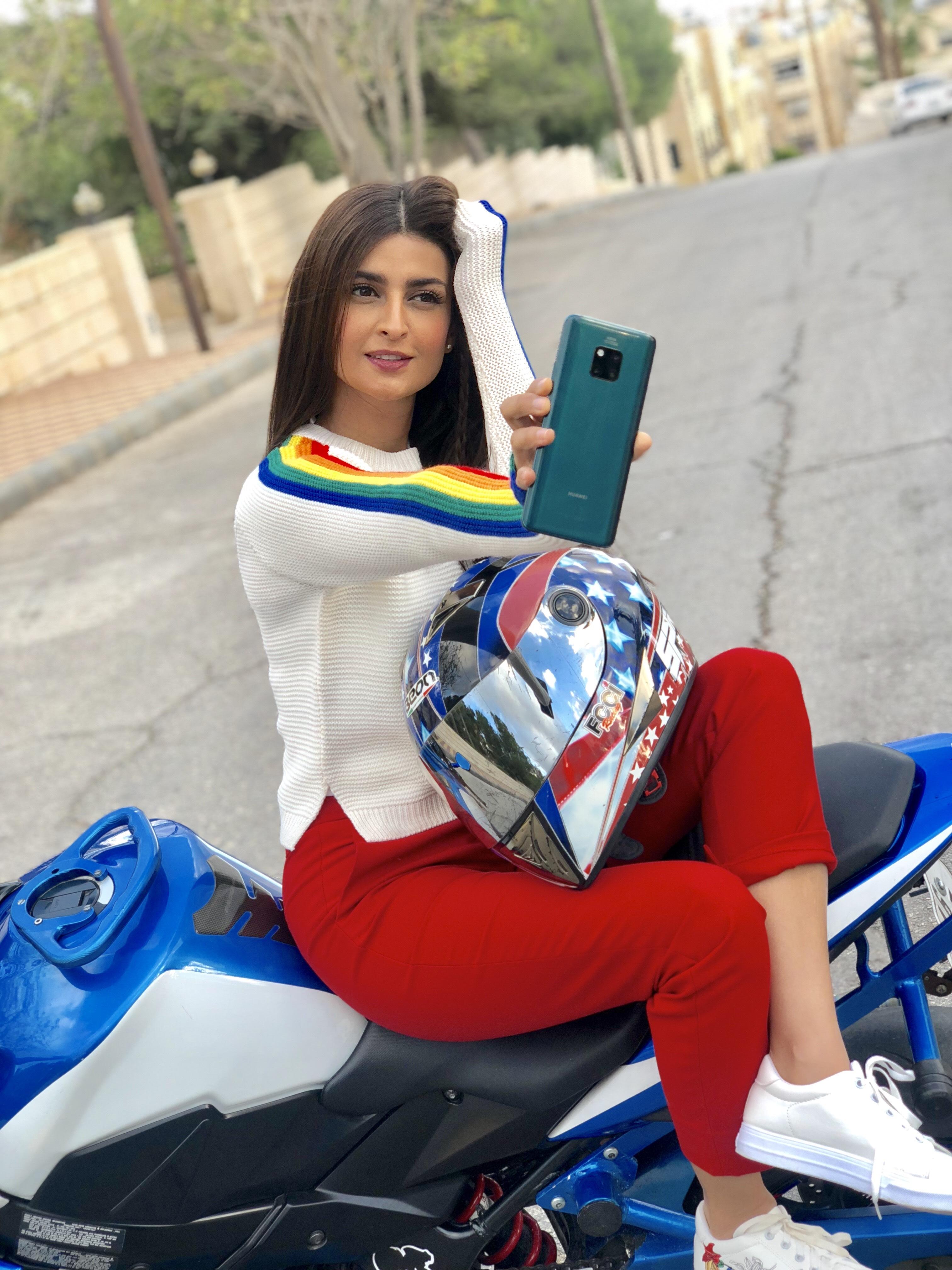 Ola Alfares @Olaalfares with Huawei Mate 20 Pro