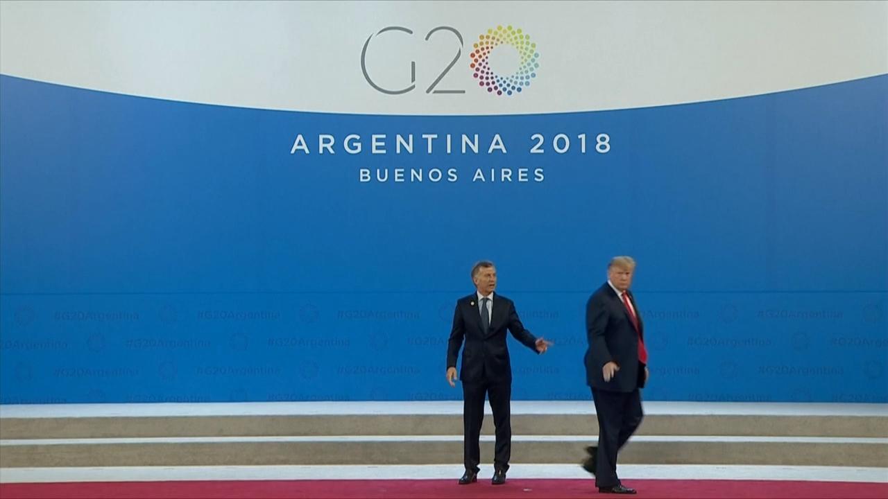 بالفيديو.. موقف مضحك للرئيس ترامب مع نظيره الأرجنتيني