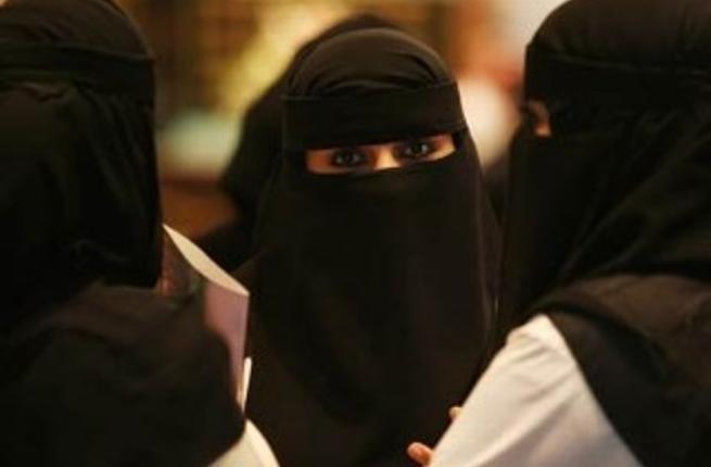 هل فرضت السعودية شكل محدد للحجاب في المدارس؟!