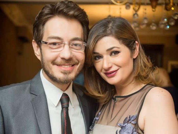 أحمد زاهر برفقة زوجته هدى