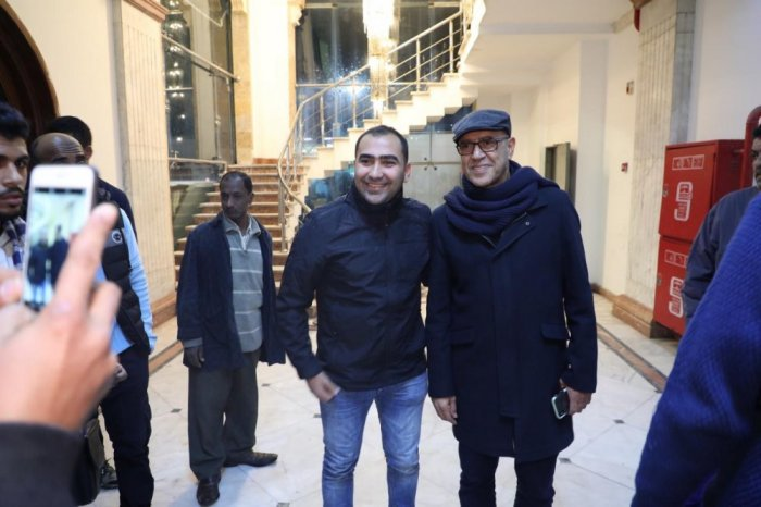 أشرف-عبد-الباقي-يعود-مع-اعضاء-فرقته-الى-القاهرة