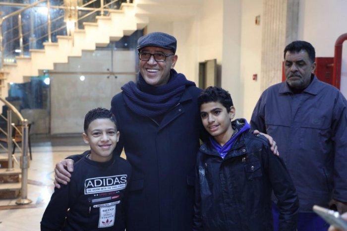أشرف-عبد-الباقي-يلتقط-الصور-مع-جمهوره