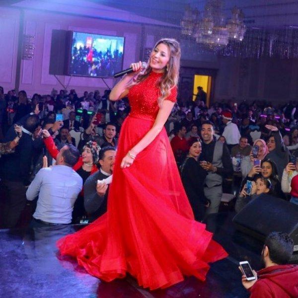 جنات-بفستان-ملكي-احمر-في-حفلها-ليلة-رأس-السنة