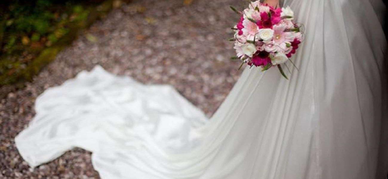 عروس تفاجئ مدعويها بطلب غريب وتهددهم خلال حفل الزفاف