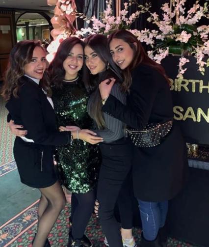 إيمي سمير غانم مع بعض ضيوف الحفل