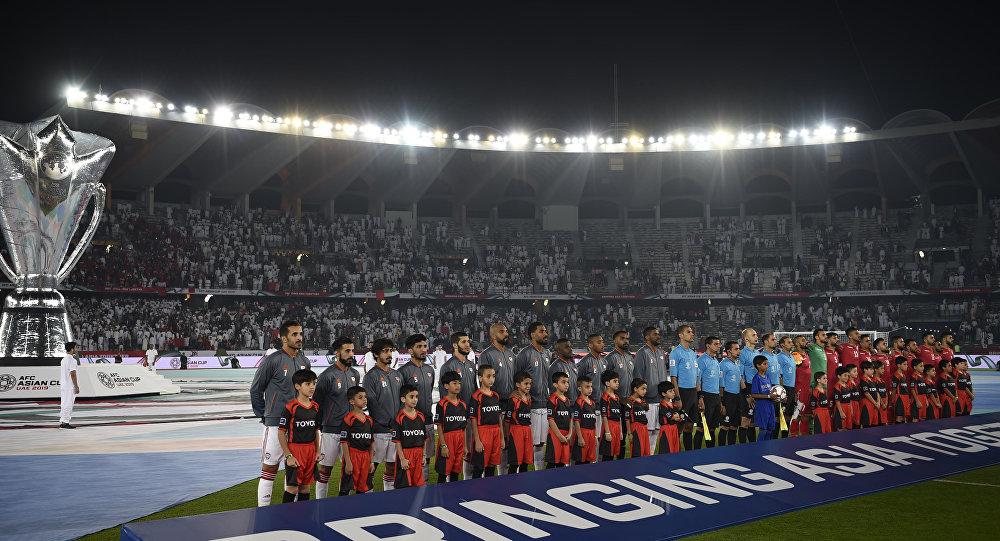 بالفيديو.. جماهير دولة عربية ينظفون ملعب الإمارات بعد انتهاء المباراة