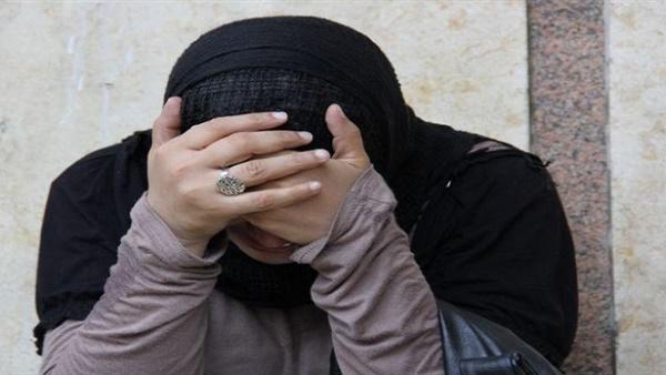 معاقبة رجل أرسل صور زوجته عارية لشقيقها وأقاربها