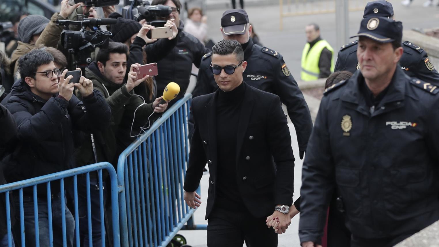 الحكم على كريستيانو رونالدو بالسجن عامين ودفع غرامة باهظة