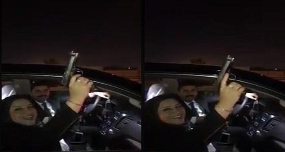 بالفيديو.. برلمانية عربية تطلق النار في الهواء احتفالًا بالعام الجديد