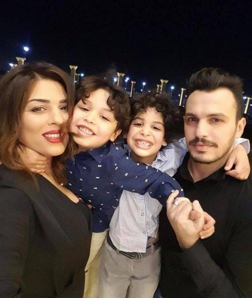 الموزع أحمد إبراهيم مع زوجته ياسمين وطفليه