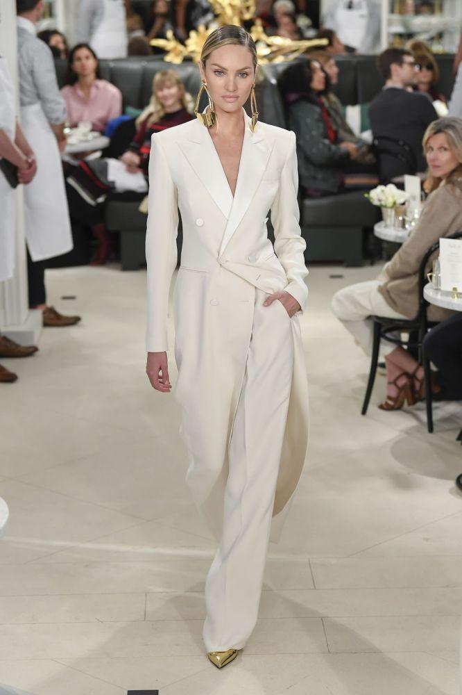 بدلة بيضاء من رالف لورين