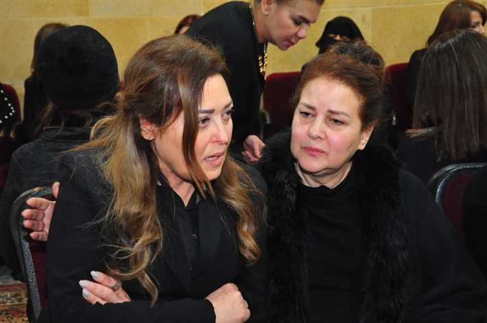 دلال-عبدالعزيز-تواسي-نهال-عنبر-في-وفاة-والدها