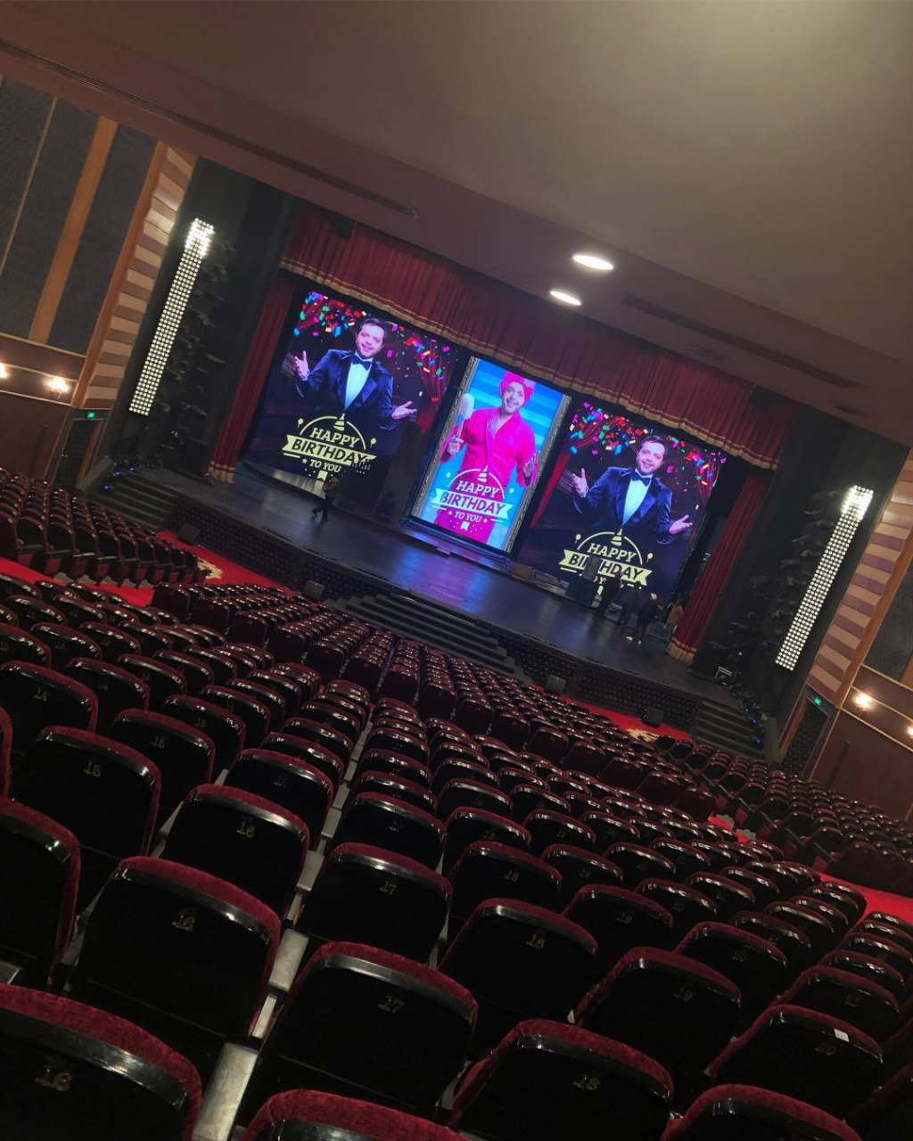 صور-محمد-هنيدى-فى-المسرح-احتفالًا-بعيد-ميلاده