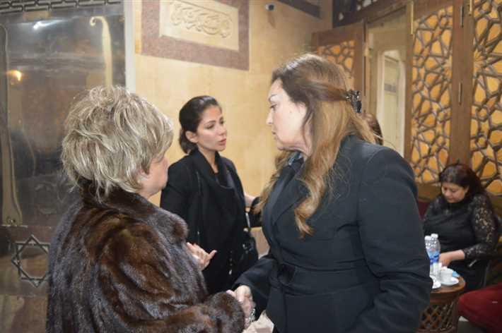 منى-زكي-مع-والدتها-مع-نهال-عنبر