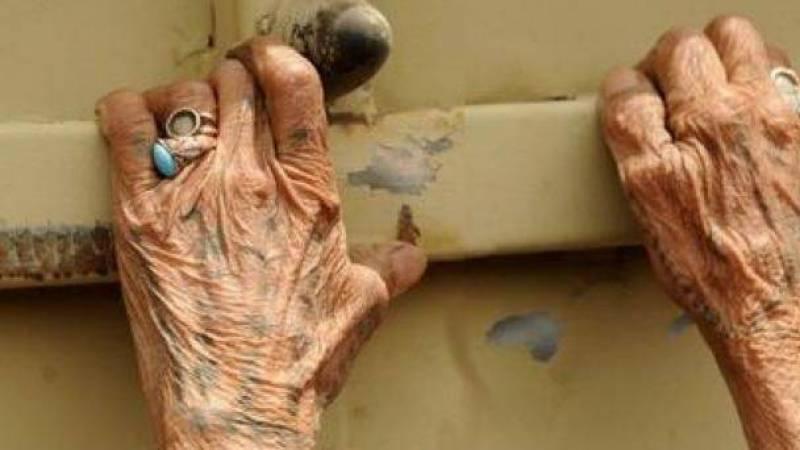 سيدة مسنة تتعرض للتعذيب والاغتصاب والقتل على يد 5 وحوش بشرية!