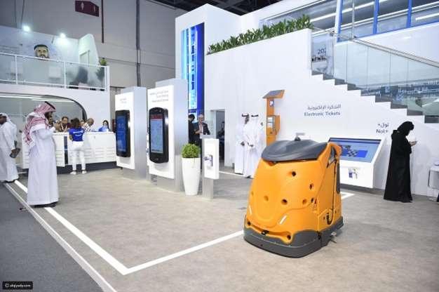 دبي تخوض أول خطوة عالمية نحو استبدال عمال النظافة بـالـ روبوت !