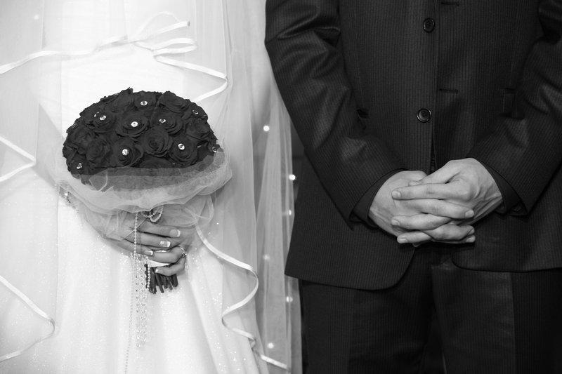 بالصور.. نهاية سيئة لعروس اختارت تسريحة شعر مبهرة يوم زفافها