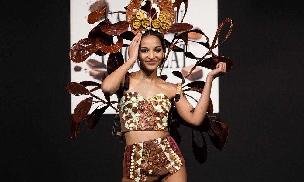 فيديو عرض أزياء بفساتين كاملة من الشوكولاته