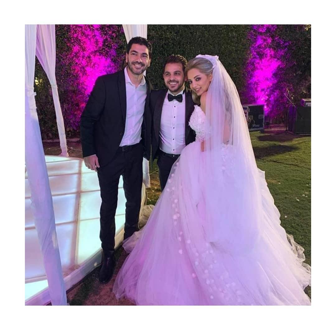 العروسين-مع-المدعوين- (1)