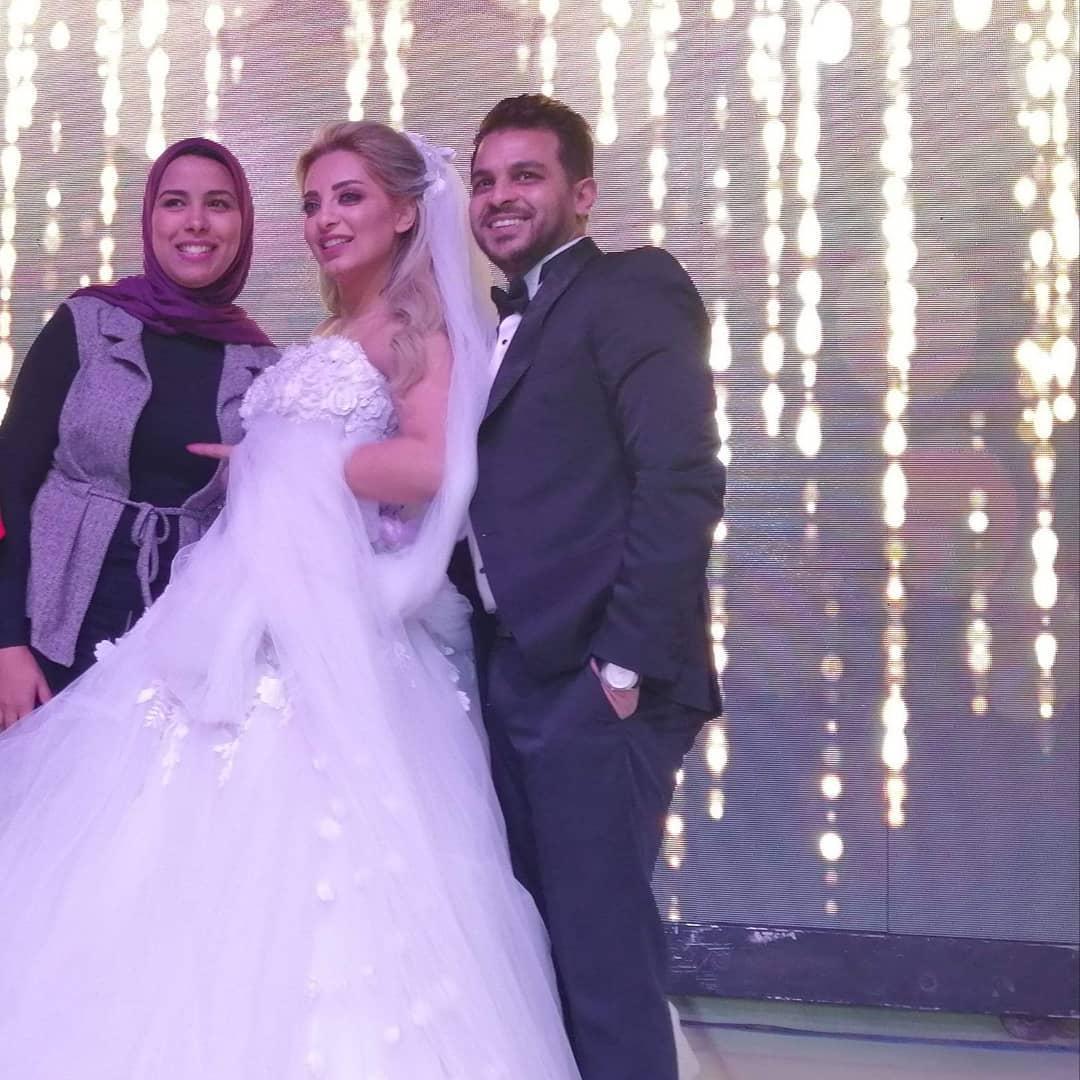 العروسين-مع-المدعوين- (2)