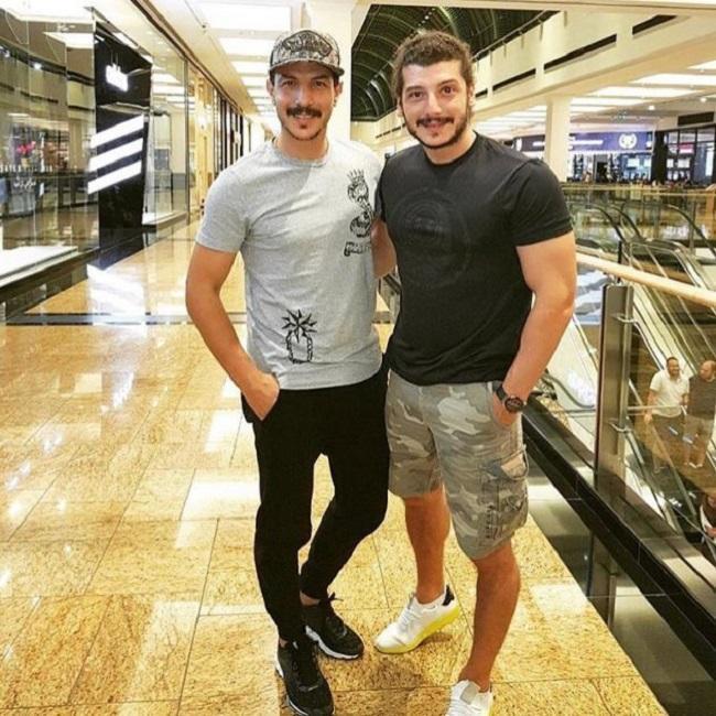 باسل-خياط-مع-شقيقه-محمد