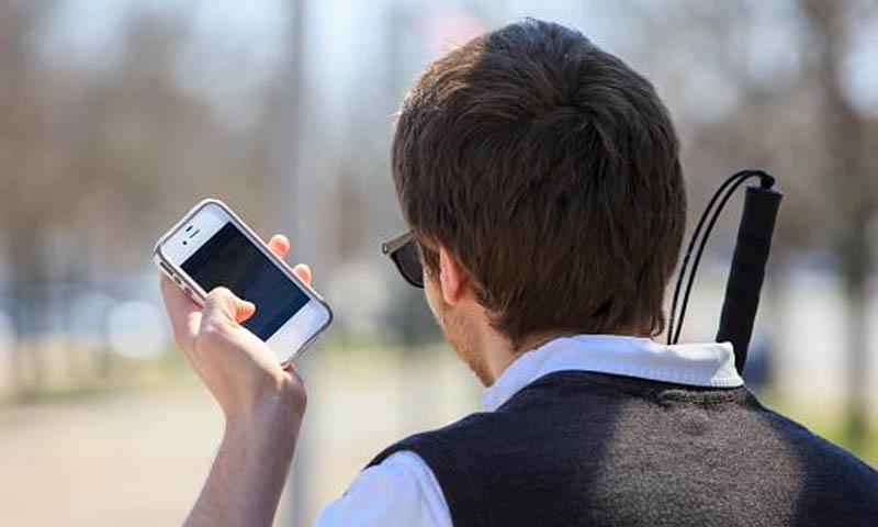 جوجل تطلق تطبيق للمكفوفين ليمنحهم مزيد من التواصل عبر هواتفهم