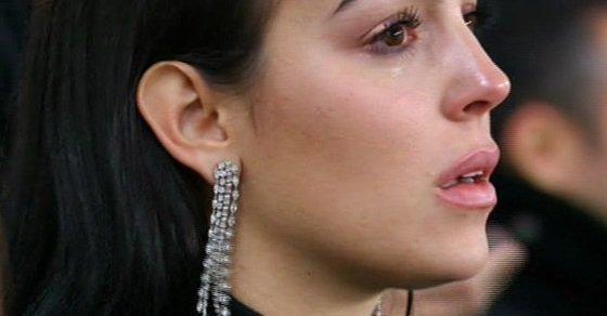 بالفيديو.. خطيبة رونالدو تبكي خلال المبارة لهذا السبب؟!