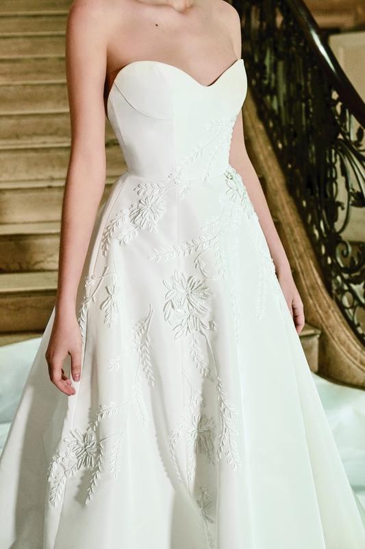 فتسمح بذلك لعروس كارولينا هيريرا أن تترك انطباعاً  مجموعة أزياء الزفاف لربيع 2019