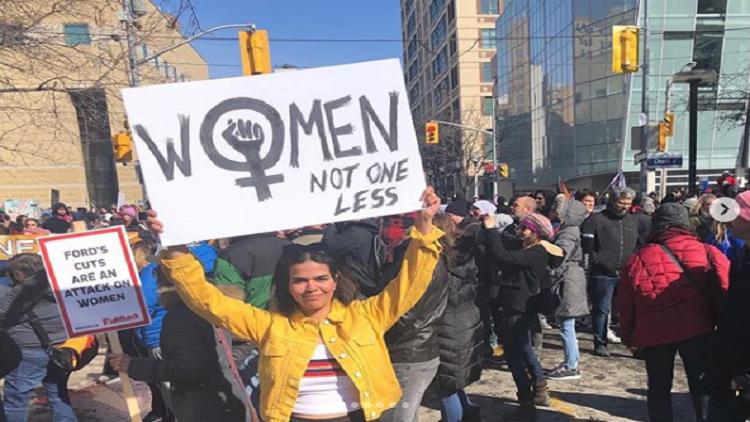 السعودية رهف محمد تعرف نفسها على أنها ناشطة نسائية كندية !