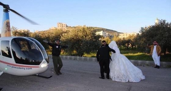 جدل كبير بعد أن زف عريس عروسه في طائرة هليكوبتر !
