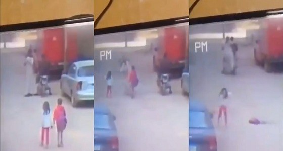 بالفيديو.. فتاة تحاول الهروب من خاطفيها أثناء عودتها من المدرسة!
