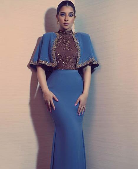 بلقيس بفستان أزرق أنيق
