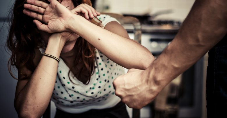 سيدة تطلب الخلع من زوجها نتيجة عنفه في العلاقة الحميمة !