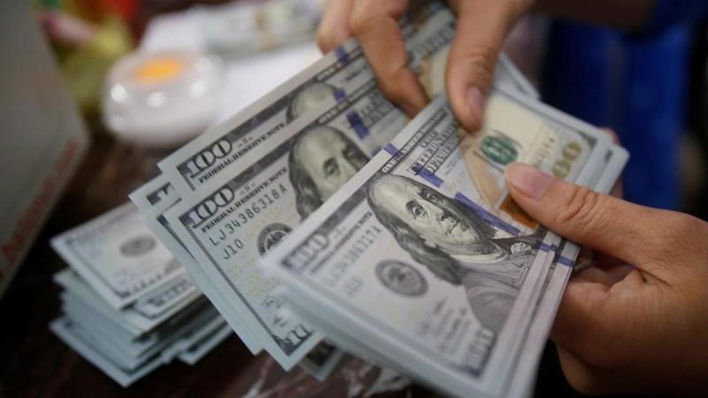 رجل محظوظ يقع في خطأ يعود عليه بآلاف الدولارات !