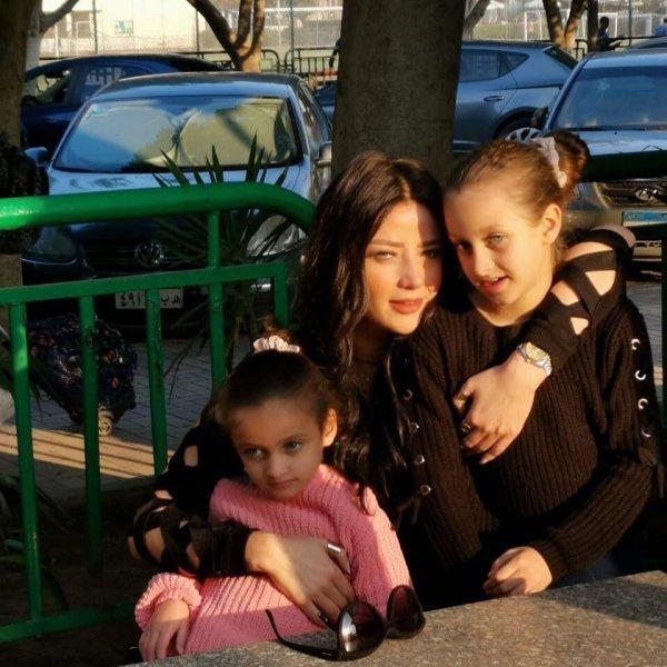 رضوى-الشربيني-مع-بناتها