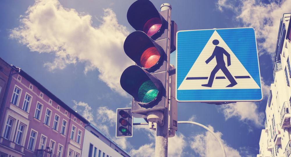 نظام جديد لإشارات المرور يتمكن من معرفة نية المارة في العبور !
