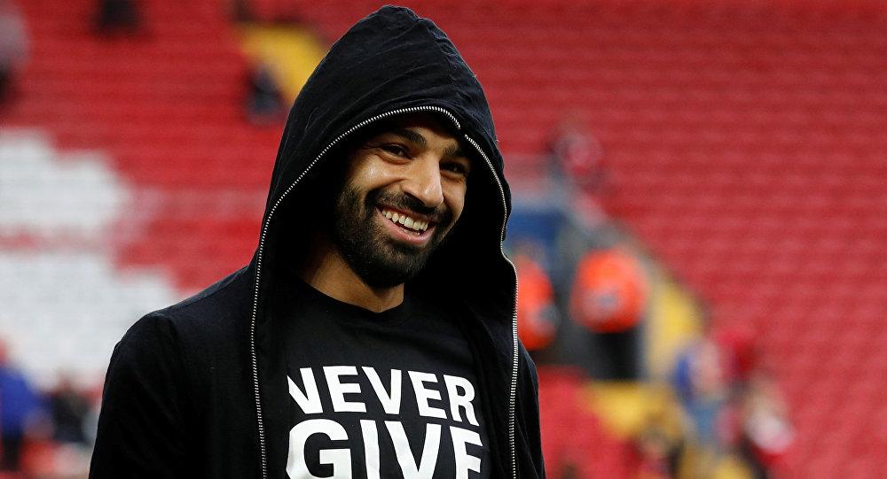 لاعب ليفربول يصور محمد صلاح نائما ويشبهه بالملوك المصريين