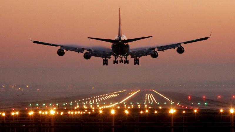 امرأة تعيق إقلاع طائرة لأكثر من ساعة والسبب غريب للغاية !