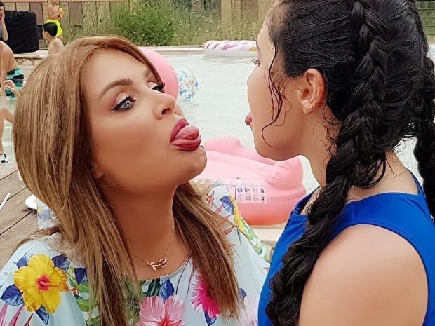 صور-سيرين-عبد-النور-وأبنتها- (2)