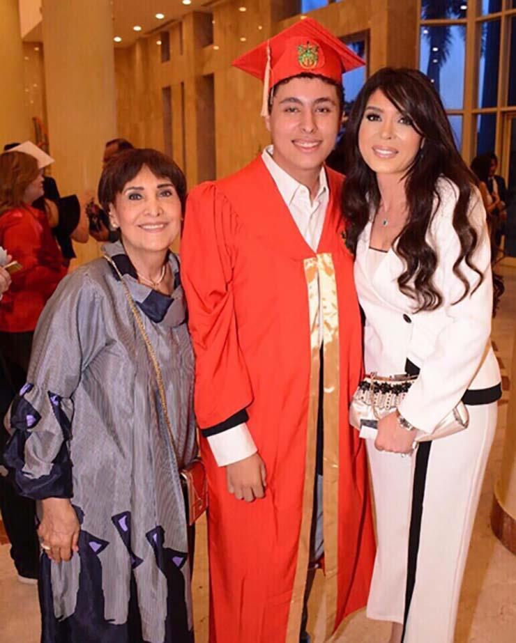 صور النجمة دينا برفقة نجلها علي الباجوري في حفل تخرجه