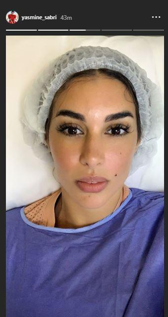 ياسمين صبري بملابس التعقيم داخل أحد المستشفيات