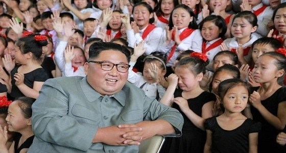 ما هو سر بكاء الفتيات المجتمعات حول زعيم كوريا الشمالية؟!