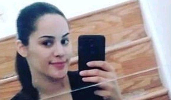 فتاة تقتل شقيقتها التوأم بعد نشرها صورة لهما على فيسبوك !