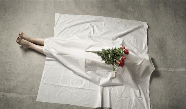 العثور على جثة فتاة بعد أسابيع قليلة من انتحار حبيبها ومقتل صديقتيها (صورة)