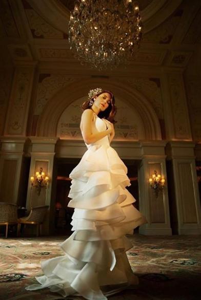 صورة منة شلبي بفستان الزفاف