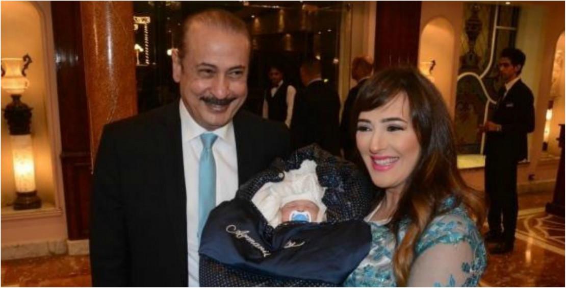 صورة سناء يوسف مع زوجها السابق المنتج عمرو مكين وطفلهما ياسين
