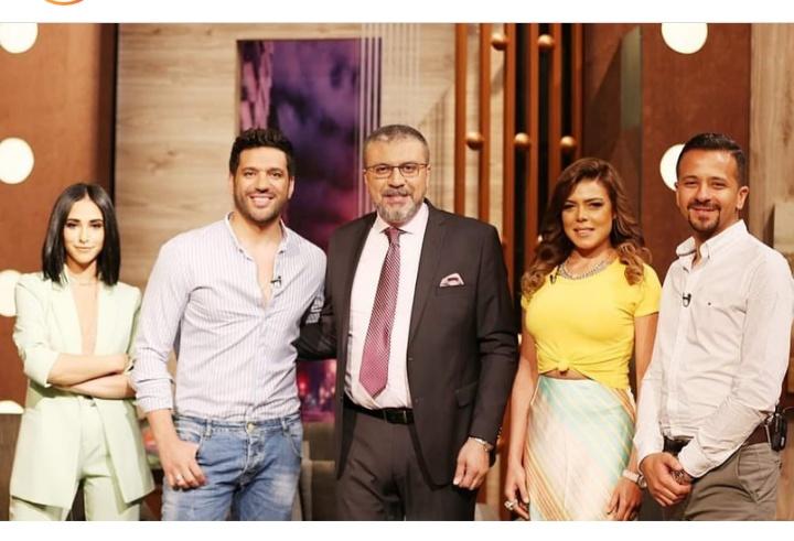 فريق عمل مسلسل الزوجة 18 مع الإعلامي عمرو الليثي