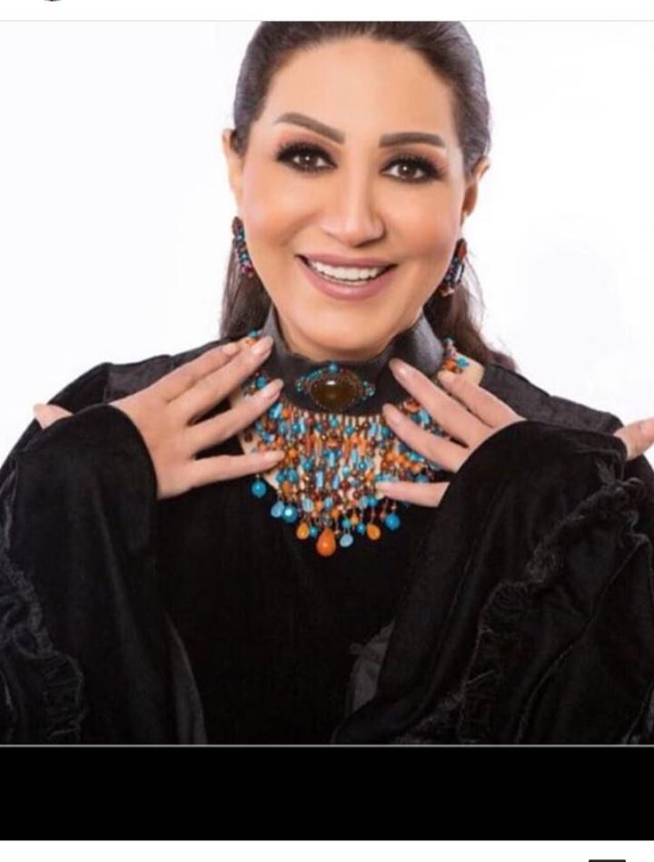 النجمة المصرية وفاء عامر