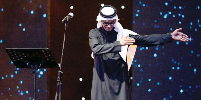 بالفيديو.. بكاء مطرب سعودي على خشبة المسرح يثير الجدل على مواقع التواصل !